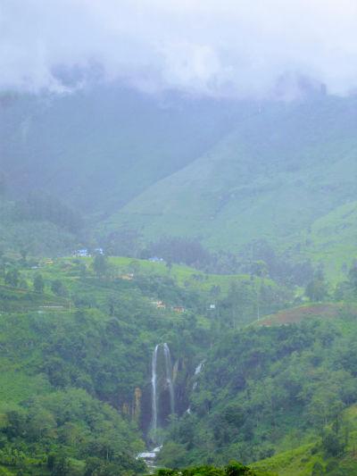Smukt vandfald Sri Lanka